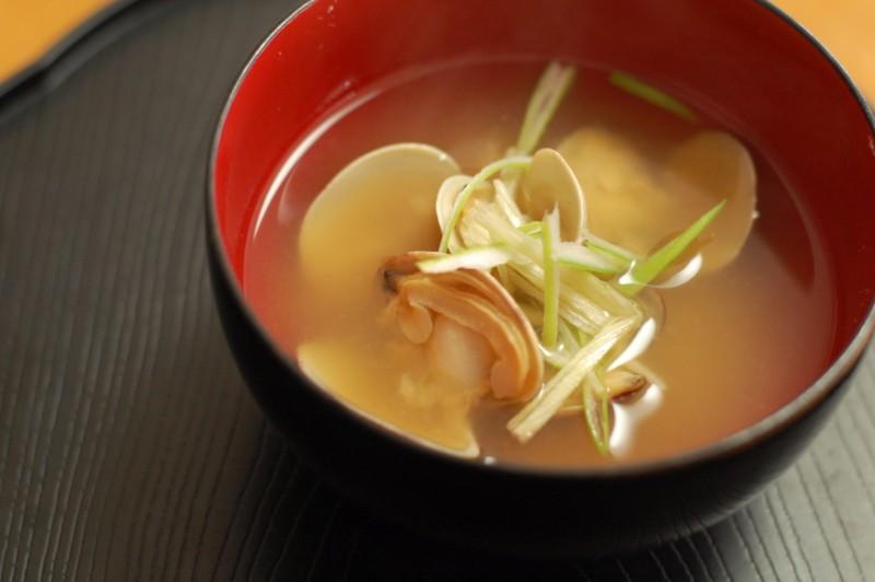 日本の伝統食、味噌汁がバストにいい理由